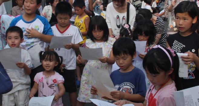 祭りの子供たち