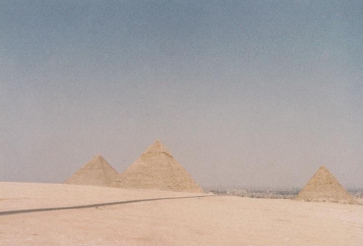 1994年のエジプト旅行で撮影したピラミッド