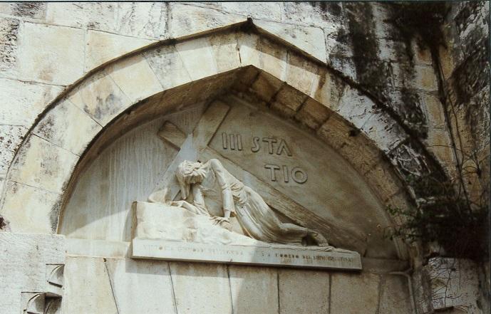 ヴィアドロローサ(苦難の道) 十字架を背負うイエス