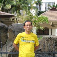 ホノルルマラソンのFinisher Tシャツを着て