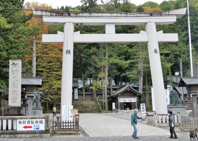 諏訪大社本宮(ほんみや)の鳥居