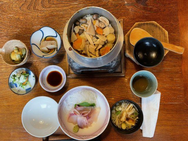 松茸の釜飯と、鯉の洗い